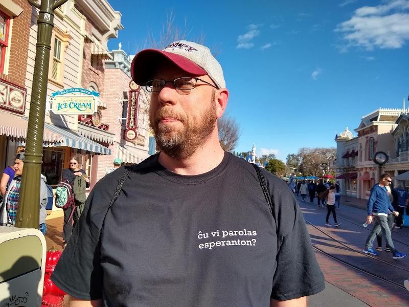 Wearing my new Esperanto shirt at Disneyland!